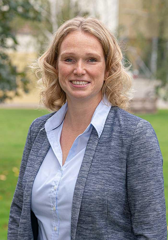 Bettina Hagemann, Prokuristin