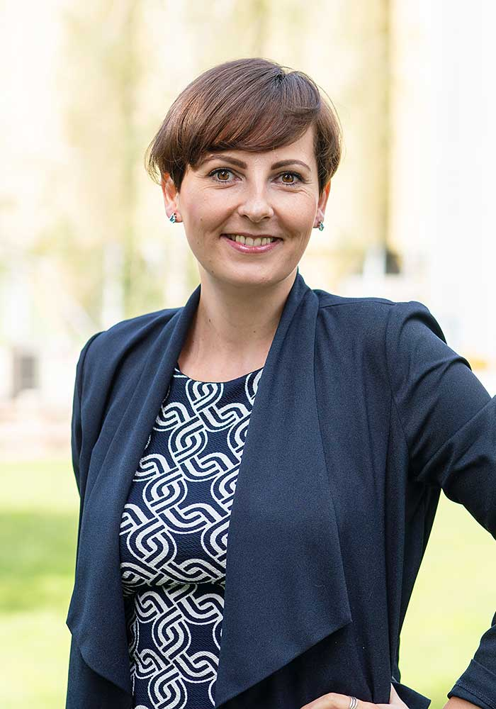 Isabel Lange, Buchhaltung