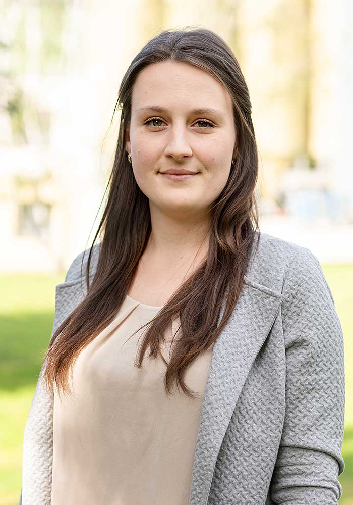 Natalie Dahnke, Auszubildende